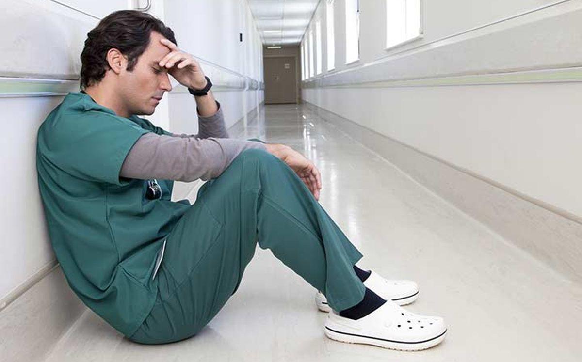La mort d'un médecin en Chine à cause de l'épuisement professionnel (burnout) a crée une vague de sympathie. Mais le burnout des médecins touche tous les pays, riches ou pauvres.