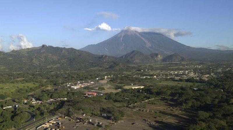 Le volcan Fuego du Guatemala et les villages environnants - Crédit : AP Photo/Santiago Billy