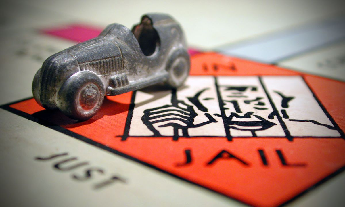 Si vous avez déjà joué au jeu de Monopoly, alors vous pensez sans doute, comme tout le monde, qu'il célèbre les vertus du capitalisme. Mais en fait, la véritable créatrice du Monopoly était une anti-capitaliste acharnée, mais son jeu a été perverti... par le capitalisme.