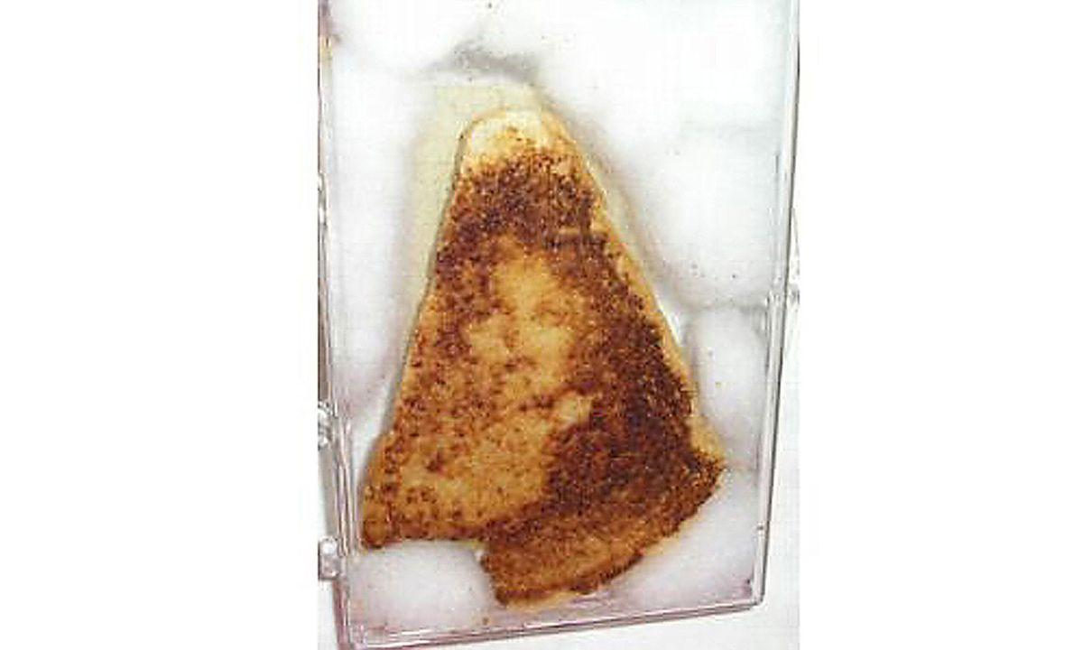La Vierge Marie est apparue sur un sandwich au fromage datant de dix ans - Crédit : Ebay/Getty