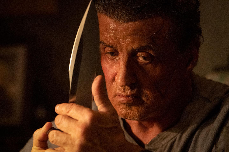 Vous prenez un dessin animé de Looney Tunes, vous le mélangez à la philosophie des faucons américains et le coeur brave de John et vous obtenez un Rambo 5 dont le ridicule est tel qu'il frise le sublime. Rambo : Last Blood nous murmure à l'oreille que Rambo restera Rambo.