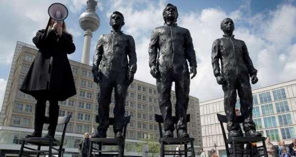 Une statue d'Edward Snowden érigée à Berlin