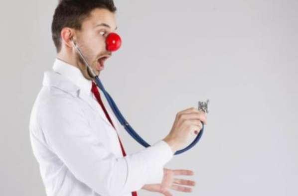 Un gynécologue oublie son téléphone portable dans le ventre de sa patiente