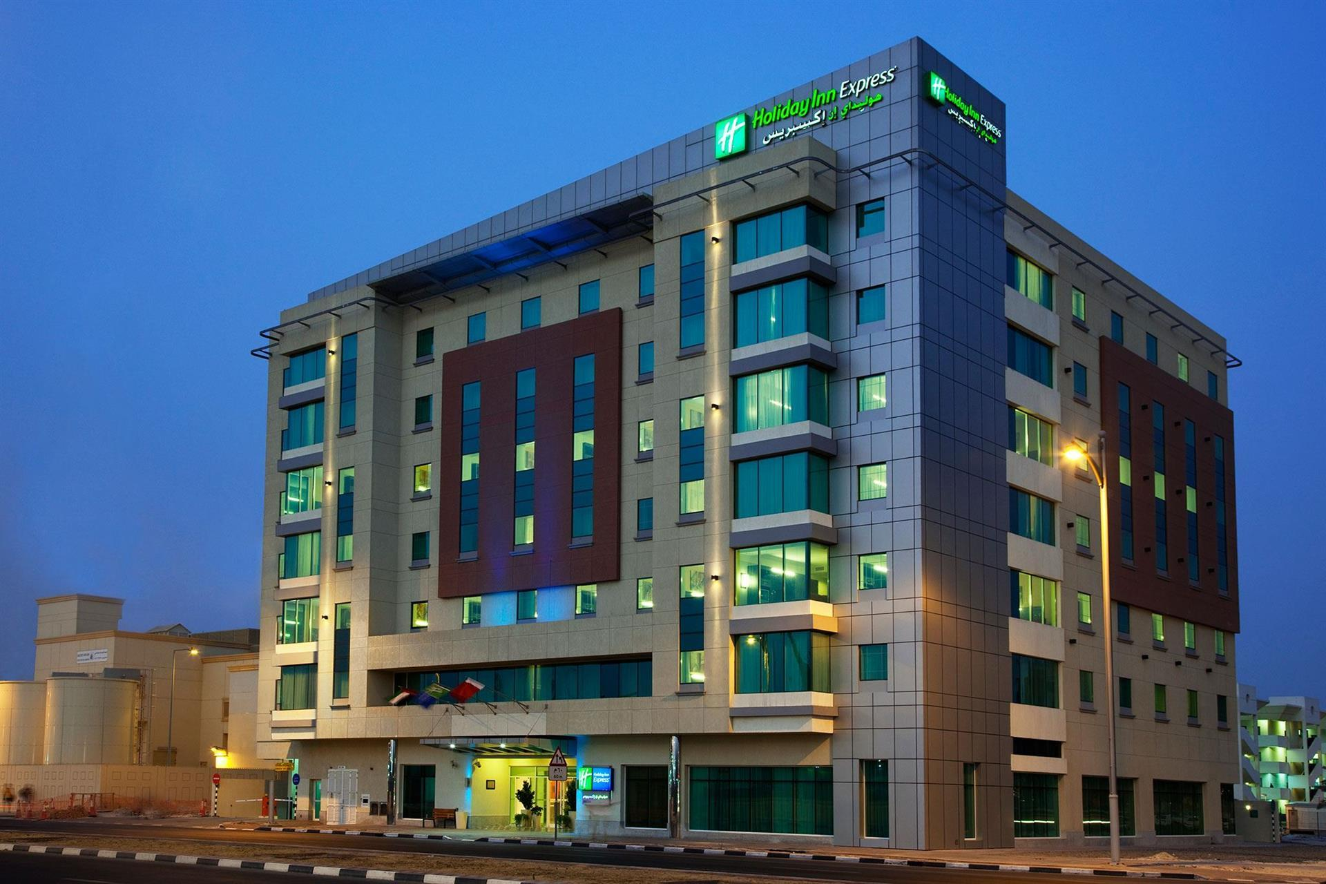 Отель Holiday Inn Express Jumeirah, Дубай, ОАЭ