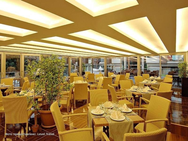 Фотография Ambassador Plaza Hotel (Ex.Royal Ambassador Plaza, Ambassador Hotel)