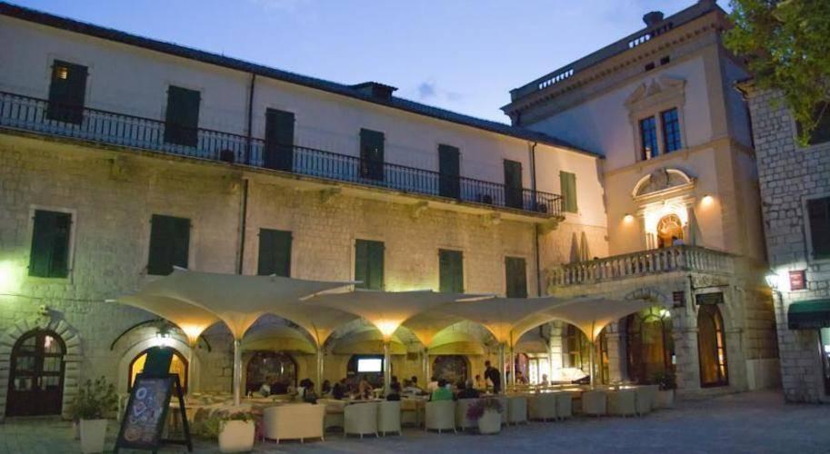 Cattaro Hotel