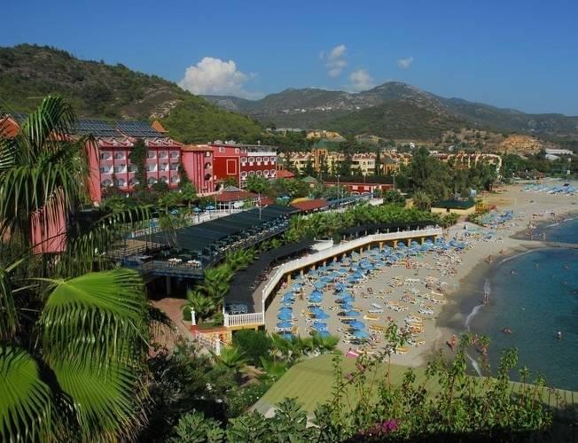 Larissa Green Hill Holiday Village