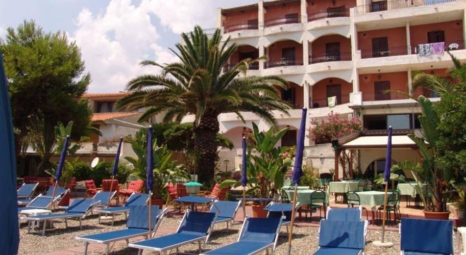 Kalos Hotel