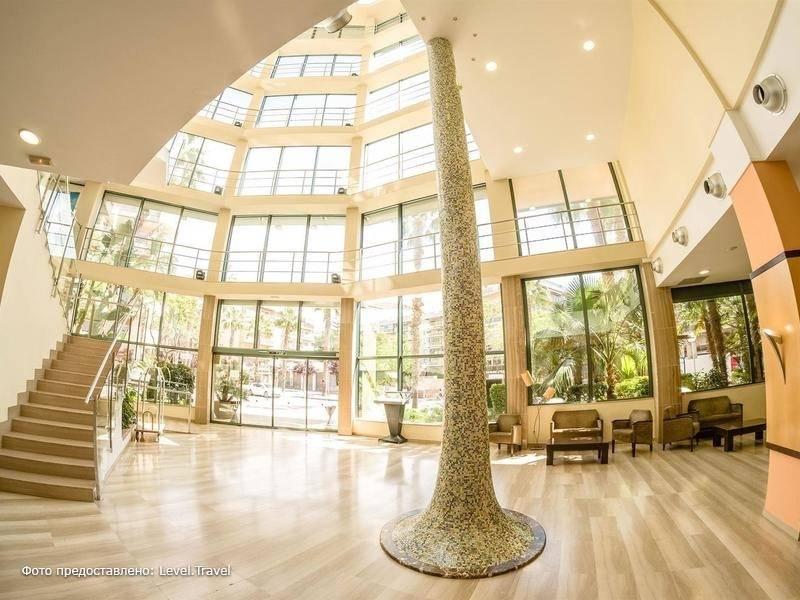 Фотография California Palace Hotel
