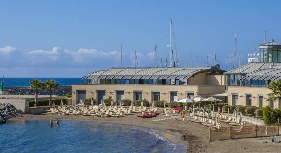 Riviera Dei Fiori Hotel
