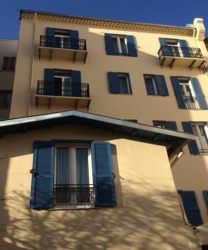 De La Fontaine Hotel