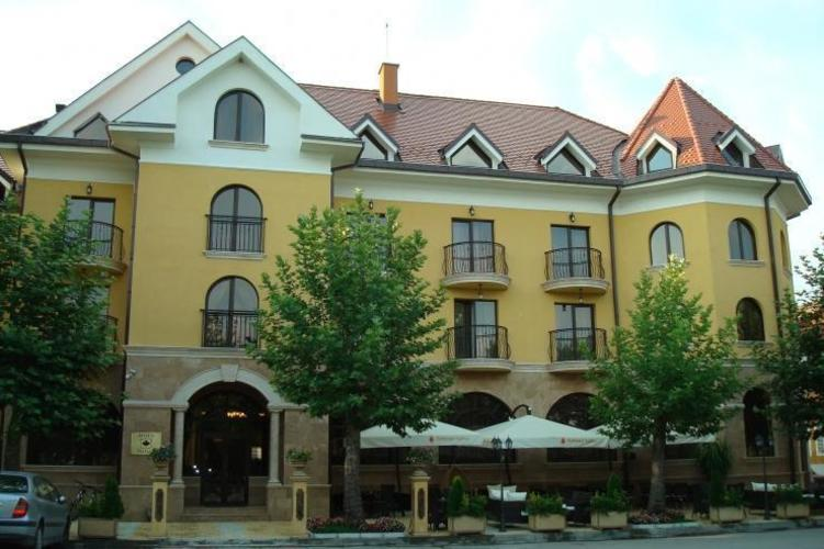 Chinar Hotel