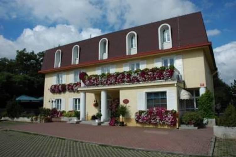 Carl Inn Hotel