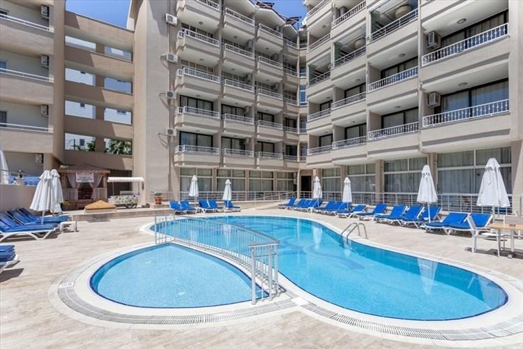 Sweet Park Hotel Side