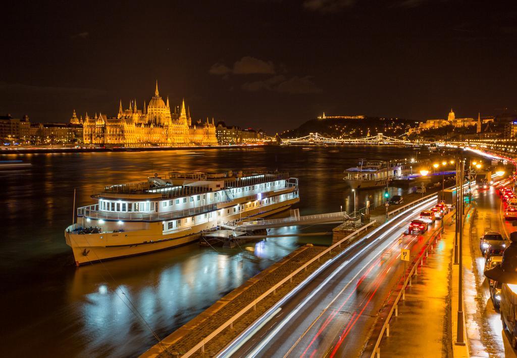 Отель Grand Jules - Boat Hotel, Будапешт, Венгрия