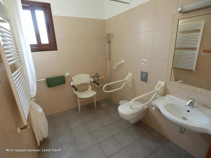 Фотография C & A Hotel Apartments (Handicaped Only)