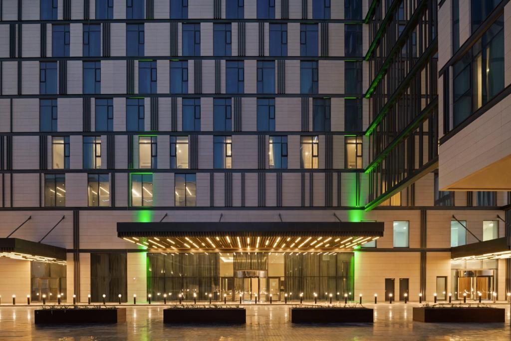 Отель Holiday Inn Dubai Al Maktoum Airport, Дубай, ОАЭ