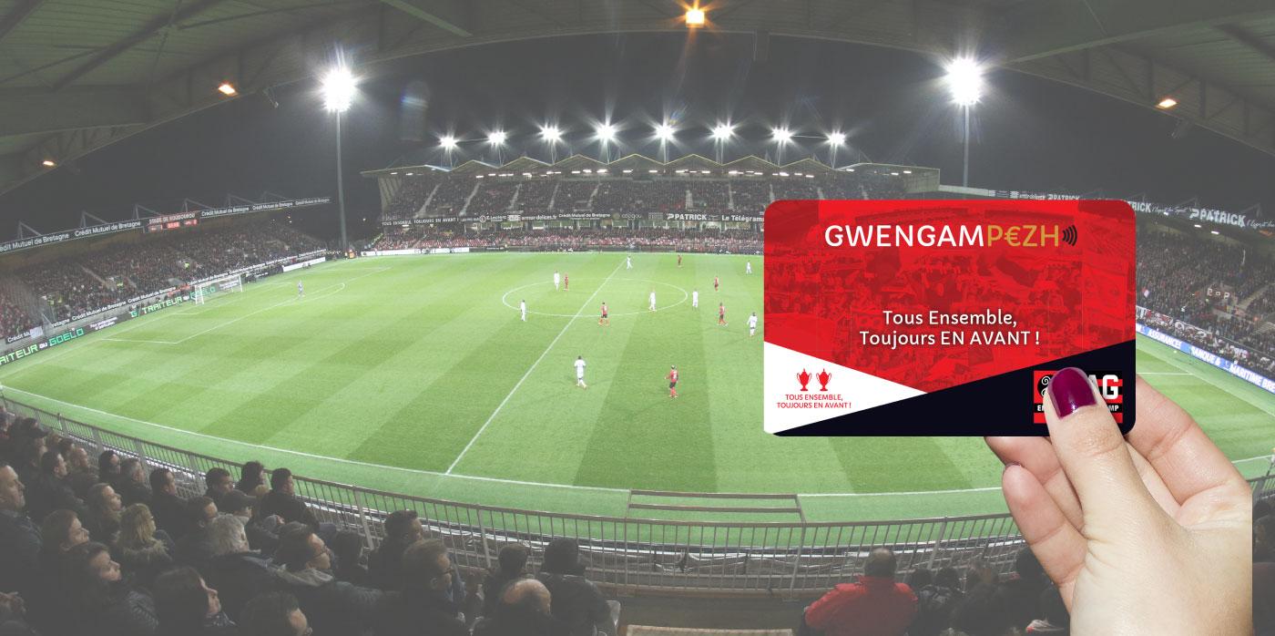 La carte cashless Gwengampezh devant le stade du Roudourou