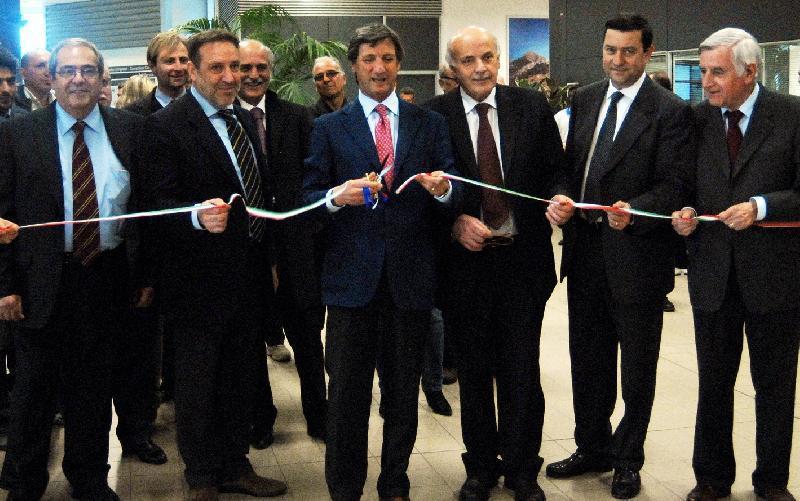 Il sindaco di Carrara Angelo Zubbani e il presidente della Provincia Osvaldo Angeli al taglio inaugurale del nastro