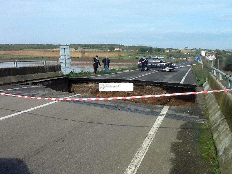 Morti tre operai a causa del crollo di un ponte nel grossetano per il