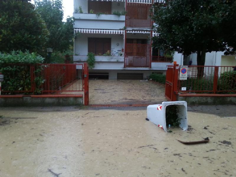 Alluvione a bagno a ripoli le immagini del disastro la for Bagno nei piani del garage