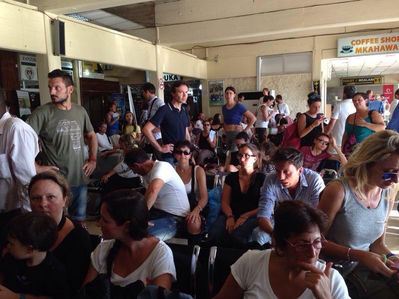 Aeroporto Zanzibar Arrivi : Quot senz acqua né medicine all aeroporto di zanzibar il
