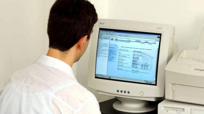 Truccarono i voti, studenti hacker del 'De Amicis' nei guai