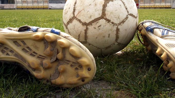 Botte e petardi, niente stadio  per sette tifosi