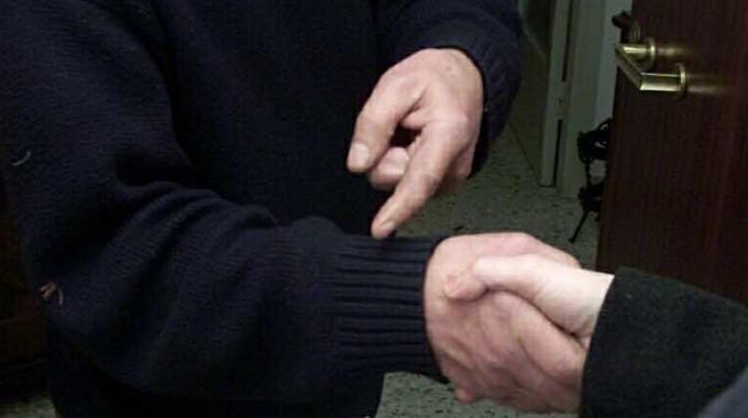 Acquistava merce a nome di ignare ditte, denunciato 30enne di Castelnovo Sotto