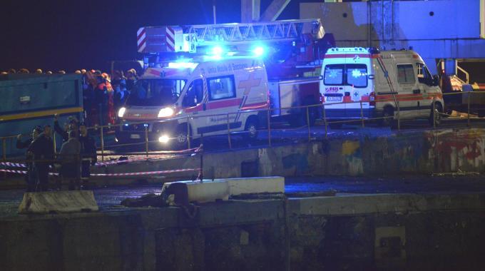 Genova, nave contro torre del porto: 7 morti, trovato vivo un disperso