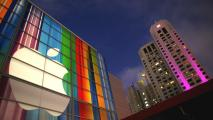 Il logo della Apple allo Yerba Buena Center for Arts di San Francisco (Afp)