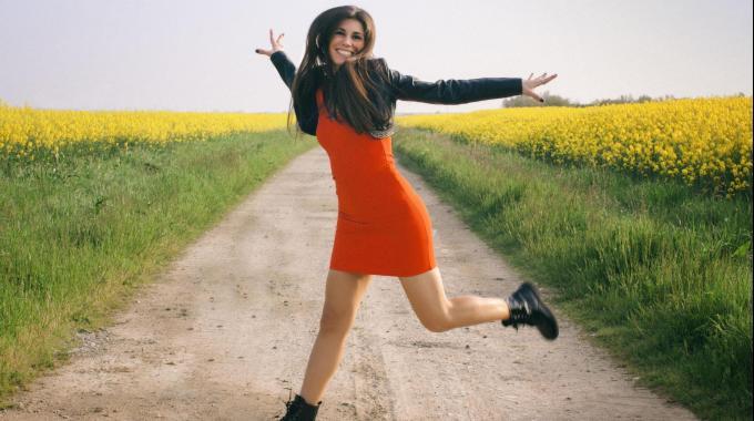 Arriva il primo singolo di Giulia Grisetti: 'Ogni giorno vuole (che rinasca il sole)'