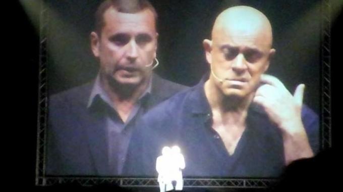 """Crozza delle Meraviglie show, """"Siete forti a Pesaro: vi siete scelti un sindaco che si chiama Matteo..."""""""