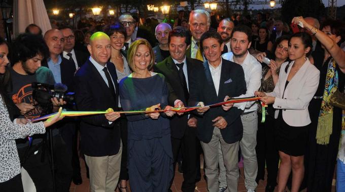 Il grande Arcobaleno d'estate colora di allegria la Toscana