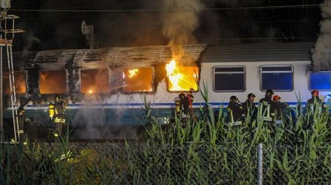 Sul treno in fiamme: «Ci sentivamo in trappola»