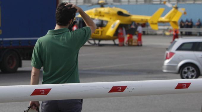 Marcegaglia, giovane operaio vola da sette metri: è grave