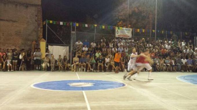 Basket, torneo del Porto: trionfano i 'Drink and roll'