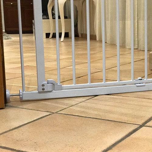 Barrera de seguridad de perros para casa for Puerta seguridad perros