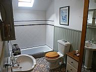 The red rooms en-suite bathroom