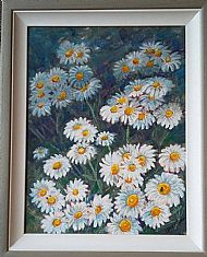 summer daisies with Bee