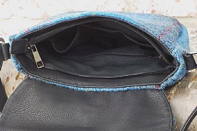 inside shoulderbag showing pockets
