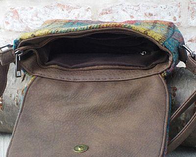 inside of shoulderbag showing pocket