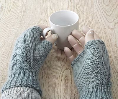 cable backs and plain palms of wensleydale fingerless gloves
