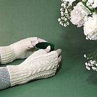 Cream aran cable gloves Blue-faced Leicester wool