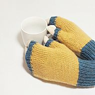 Blue and fawn fingerless gloves