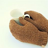 Castlemilk moorit natural brown mittens