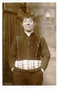 Edmund Payne as Floot in The Sunshine Girl