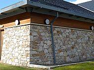 Random Guillotine Granite walling 140mm bed