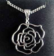 A2 OPEN ROSE NECKLACE