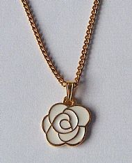 A7 White Rose Necklace